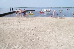Strand naast accommodatie